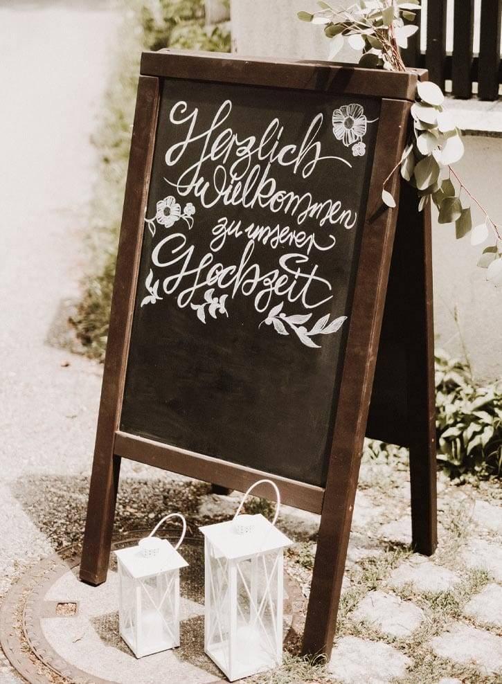1-hochzeit-schild-willkommen-schlossgut-oberambach-bio-hotel-starnberg