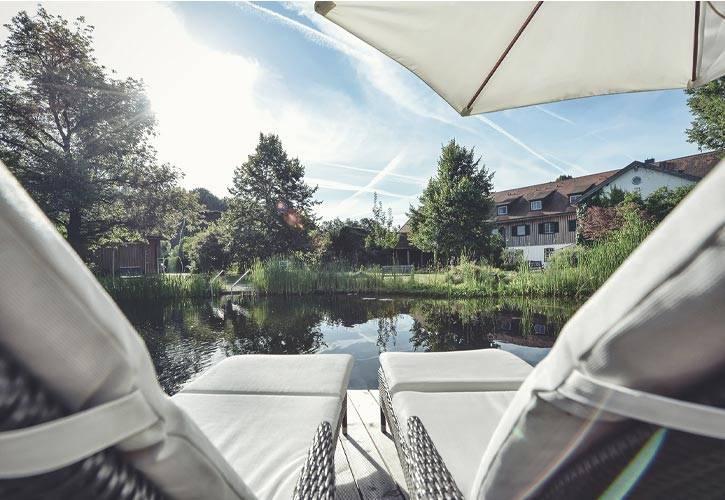 aussenanlagen-teich-4-schlossgut-oberambach-bio-hotel-starnberg