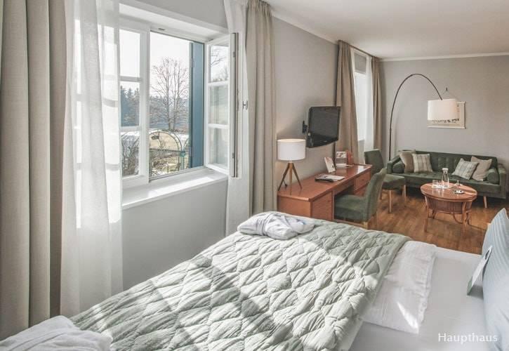 doppel-zimmer-5-schlossgut-oberambach-bio-hotel-starnberg