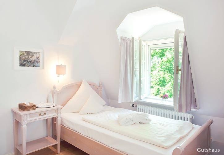 einzel-zimmer-1-schlossgut-oberambach-bio-hotel-starnberg