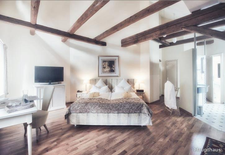 junior-suite-1-schlossgut-oberambach-bio-hotel-starnberg
