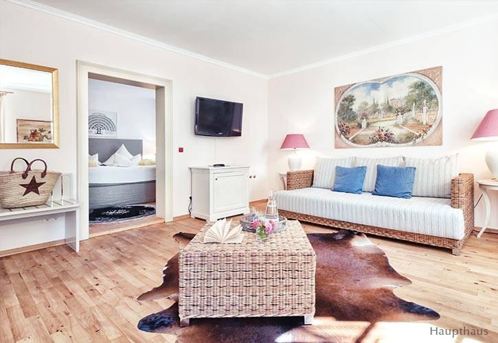 junior-suite-3-schlossgut-oberambach-bio-hotel-starnberg