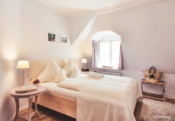 kleines-doppel-zimmer-1-schlossgut-oberambach-bio-hotel-starnberg