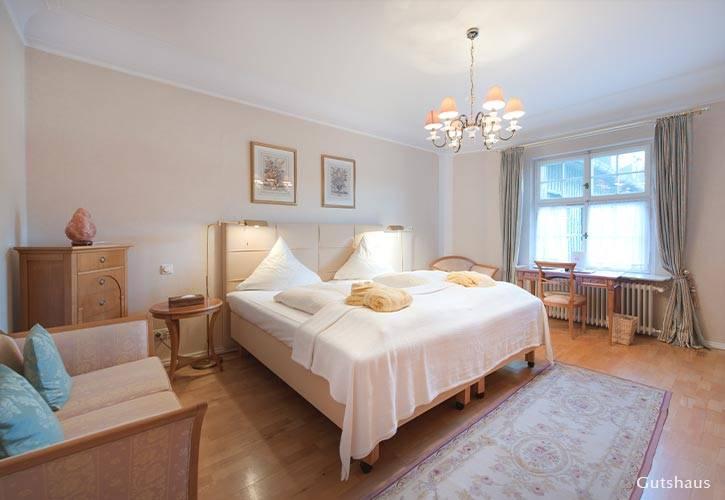 superior-suite-1-schlossgut-oberambach-bio-hotel-starnberg