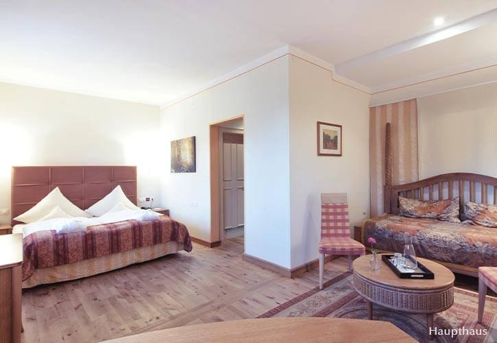 superior-suite-3-schlossgut-oberambach-bio-hotel-starnberg