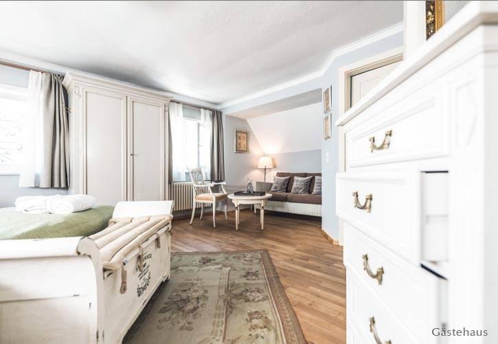 superior-suite-6-schlossgut-oberambach-bio-hotel-starnberg