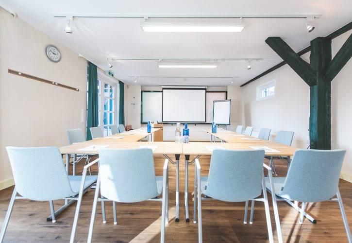 conference-room-ambach-2-schlossgut-oberambach-bio-hotel-starnberg