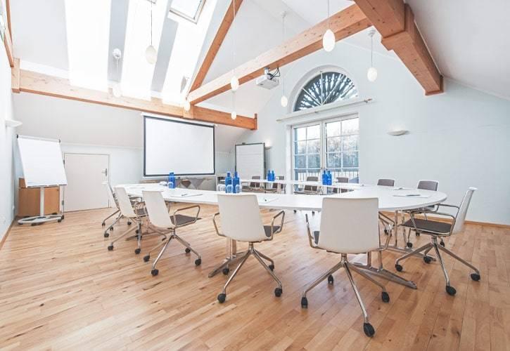 conference-room-bernried-1-schlossgut-oberambach-bio-hotel-starnberg