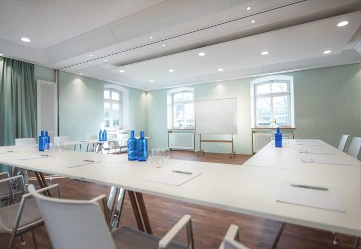 conference-room-starnberg-2-schlossgut-oberambach-bio-hotel-starnberg