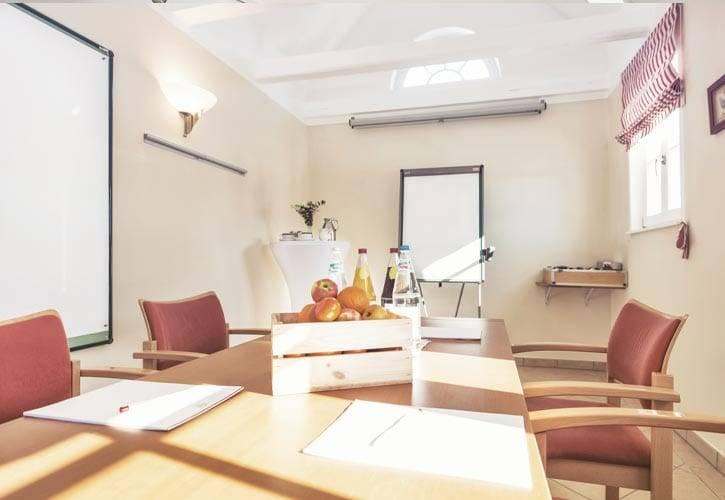 conference-room-tutzing-2-schlossgut-oberambach-bio-hotel-starnberg